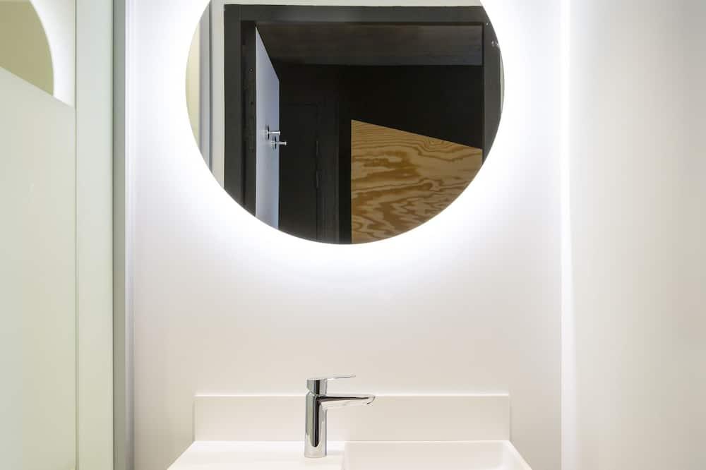 Chambre pour 4 personnes avec salle de bains privée - ห้องน้ำ