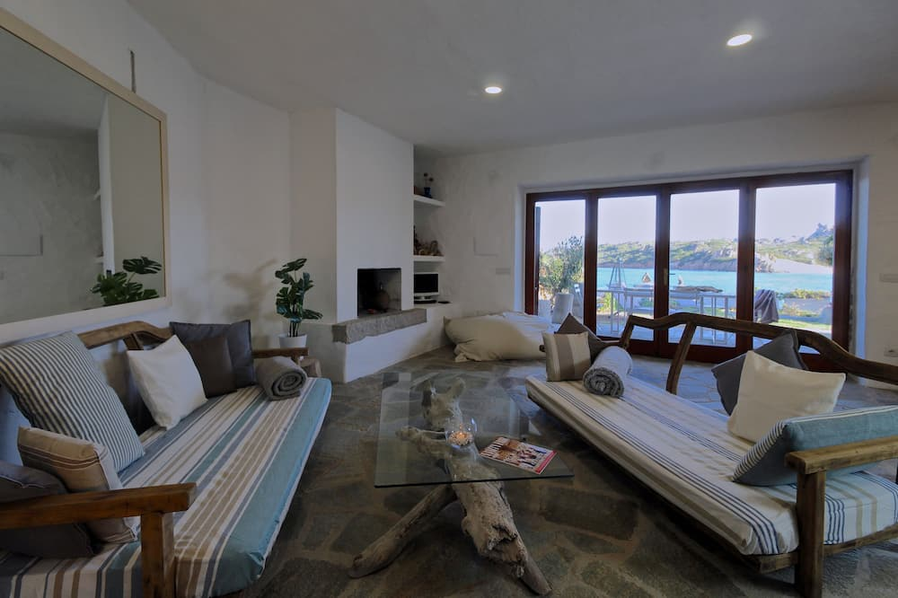 Villa, Beachfront - Living Area