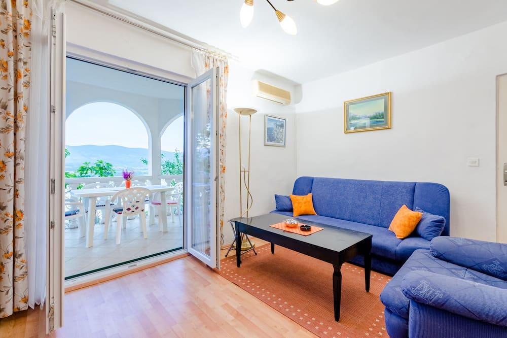 公寓 (Three-Bedroom Apartment with Pool) - 客廳