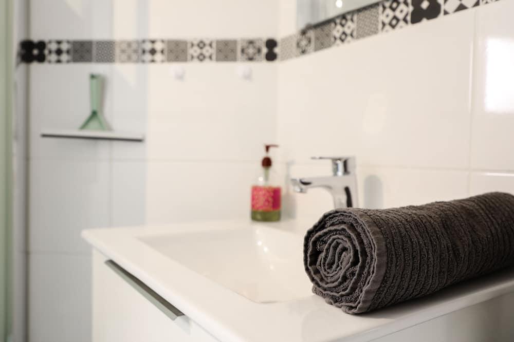 Comfort Apartment, Ensuite, City View - Bathroom