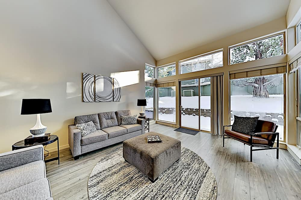 Townhome, 2 Bedrooms - Living Room