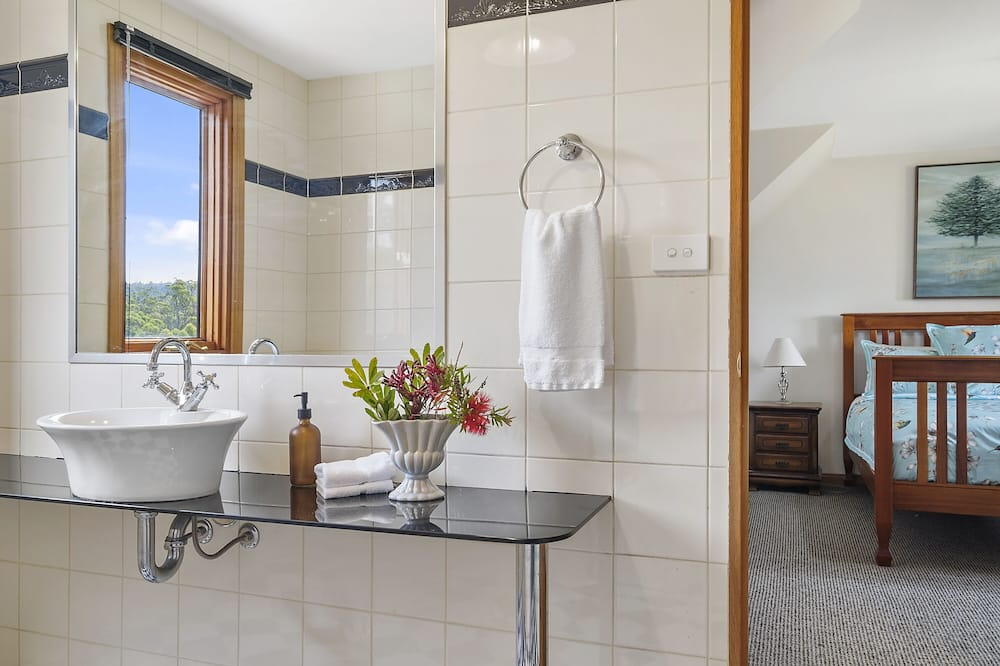 Family House, 3 Bedrooms, Fireplace, Ocean View - Bathroom
