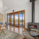 Family House, 3 Bedrooms, Fireplace, Ocean View - Living Area