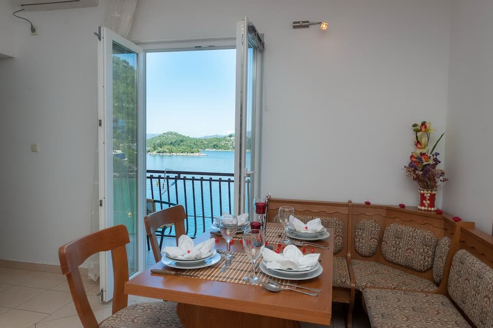 Apartment (One Bedroom Apartment with Balcony) - In-Room Dining