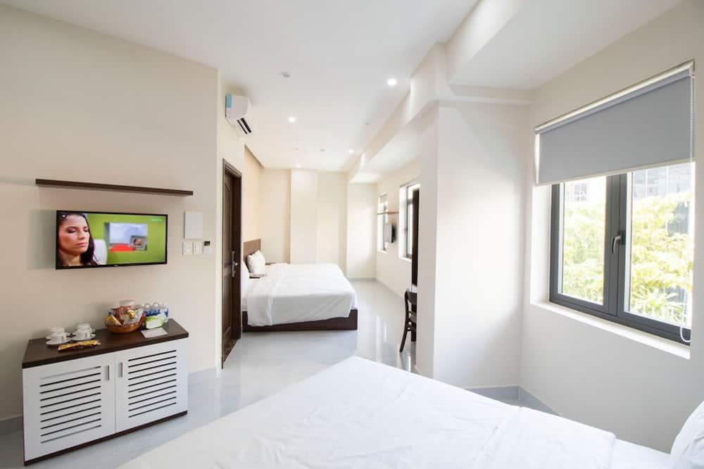 Family Room, Balcony - Guest Room