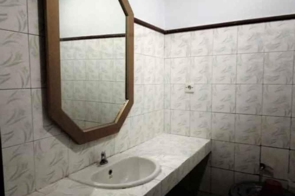 Chambre Deluxe (with AC) - Salle de bain