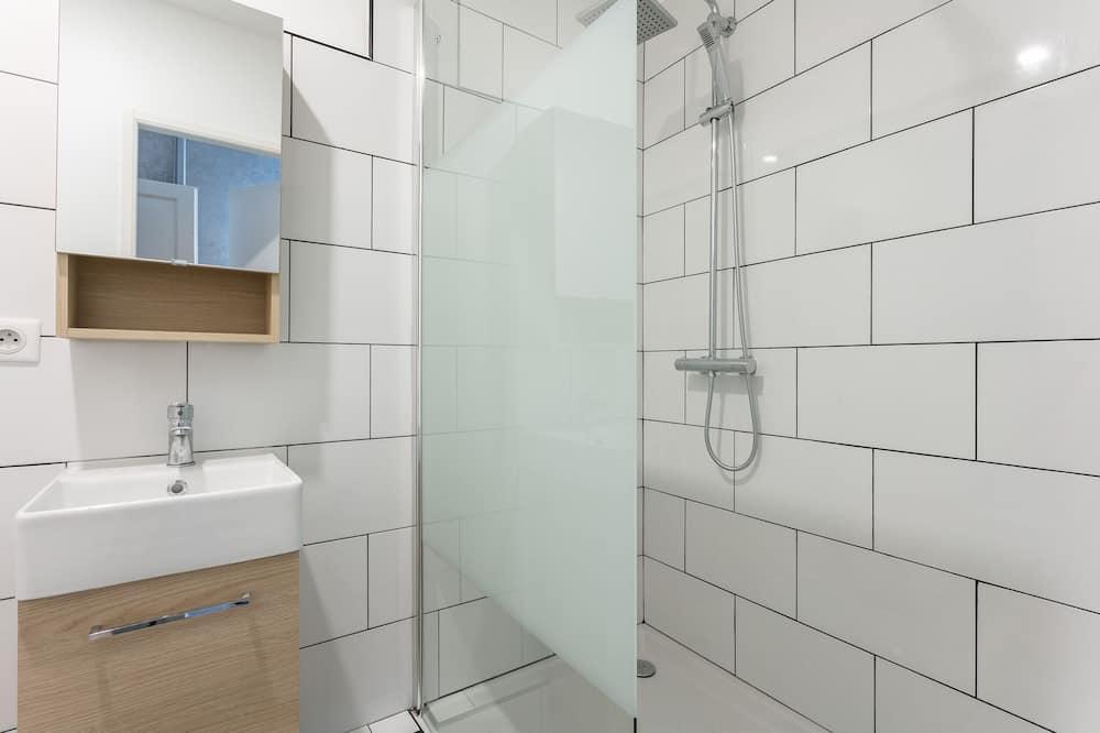 City Apartment, Private Bathroom (LGC habitat) - Bathroom