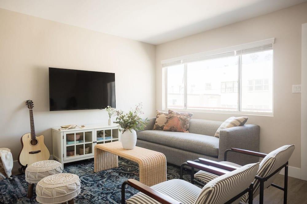 Apartment, Multiple Beds (Seashore VI - Cozy La Jolla Flat 5min) - Living Room