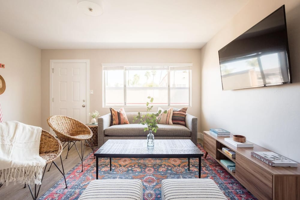 Apartment, Multiple Beds, City View (Seashore III - In the Heart of La Jol) - Living Room