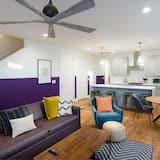 Chambre, plusieurs lits (Monroe Unit 2 - Colorful 4BR Condo in) - Salle de séjour
