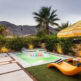 Hus, flere senger (Marilyn - Mid Century Modern Desert E) - Svømmebasseng