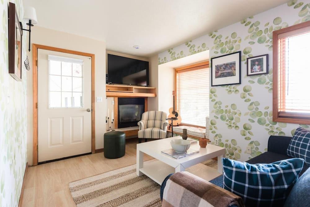 Casa, Varias camas (Sage - Cozy & Chic Cabin w Large Pati) - Sala de estar