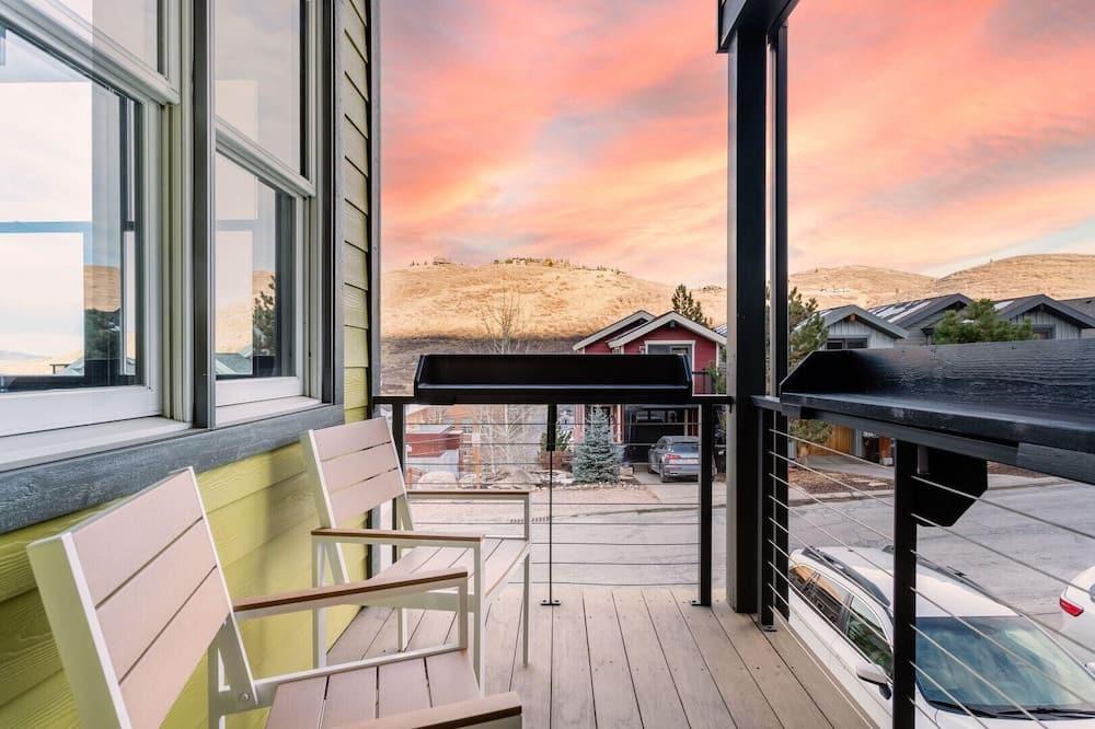 Māja, vairākas gultas (Chartreuse - Modern Mountain Cabin w ) - Balkons