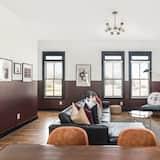 Chambre, plusieurs lits (Monroe Unit 15 - Sleek 4BR Condo in H) - Salle de séjour