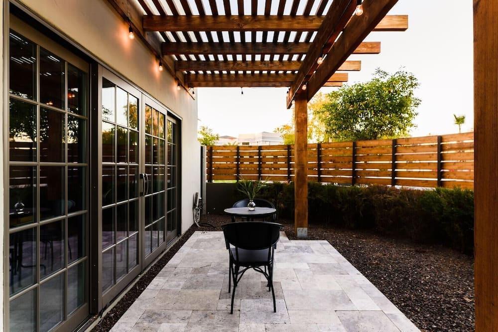 House, Multiple Beds (Onyx - Stylish Modern Home w Pool & M) - Balcony