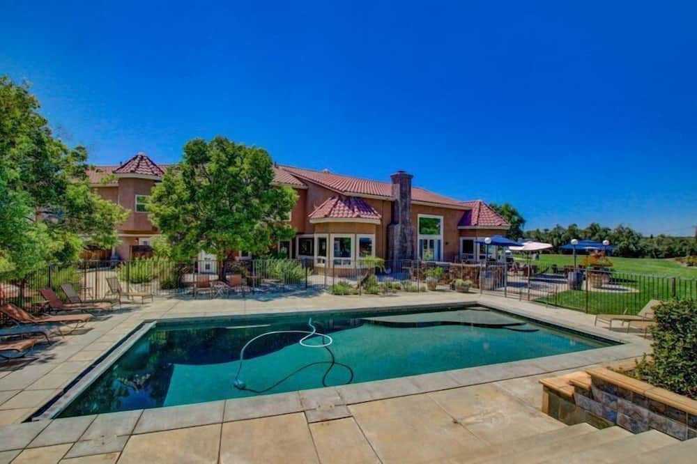 House, Multiple Beds (Wilson Creek Manor - Sleeps 24! Estat) - Pool