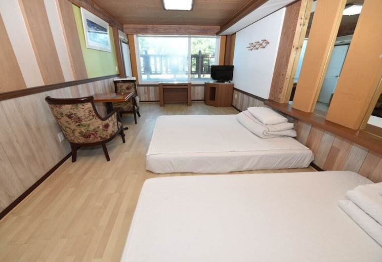 Joy Hill House, Jeju City, Twin Room (14 A, No cooking), Guest Room