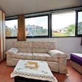 Căn hộ (Three Bedroom Apartment with Terrace) - Phòng khách