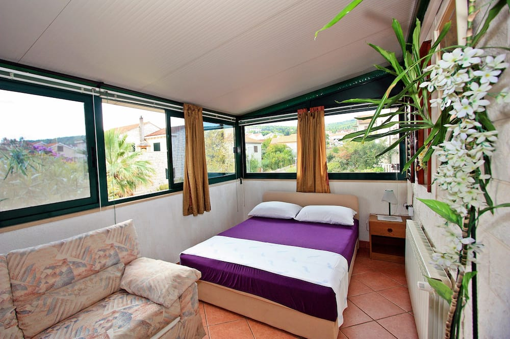 Apartment (Three Bedroom Apartment with Terrace) - Room