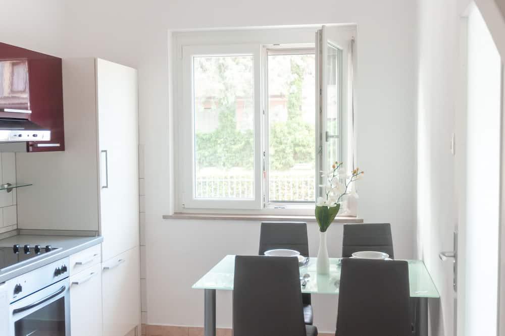 Studio (Ground Floor Studio) - In-Room Dining