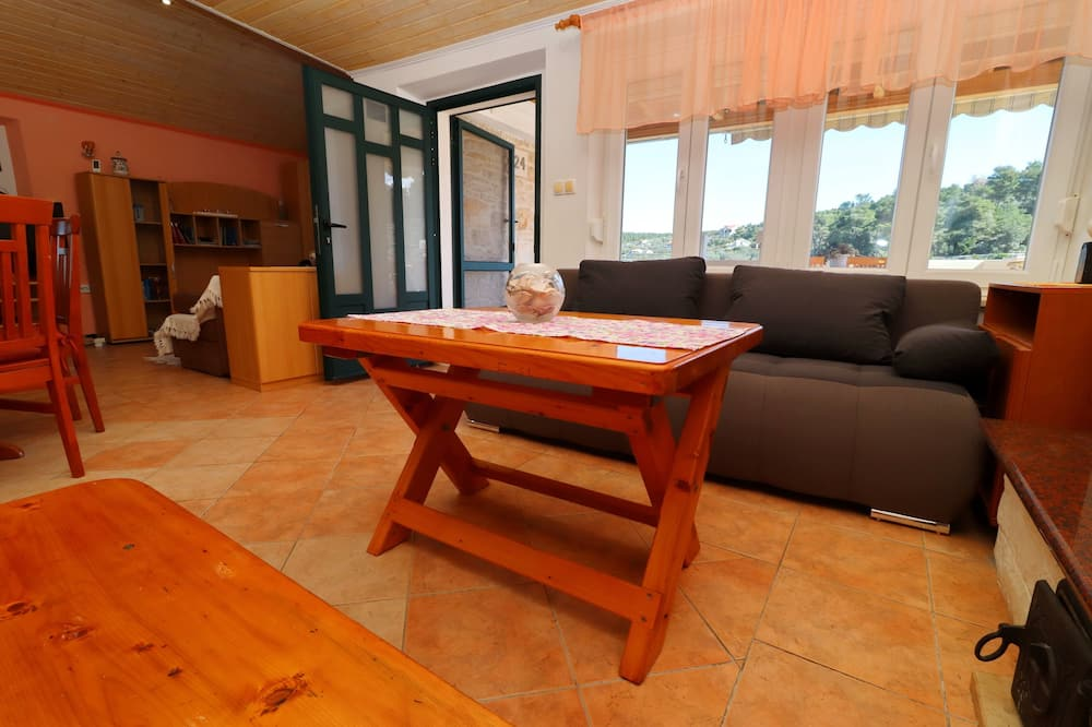 Ferienhaus (One Bedroom Holiday Home with Terrace) - Wohnzimmer