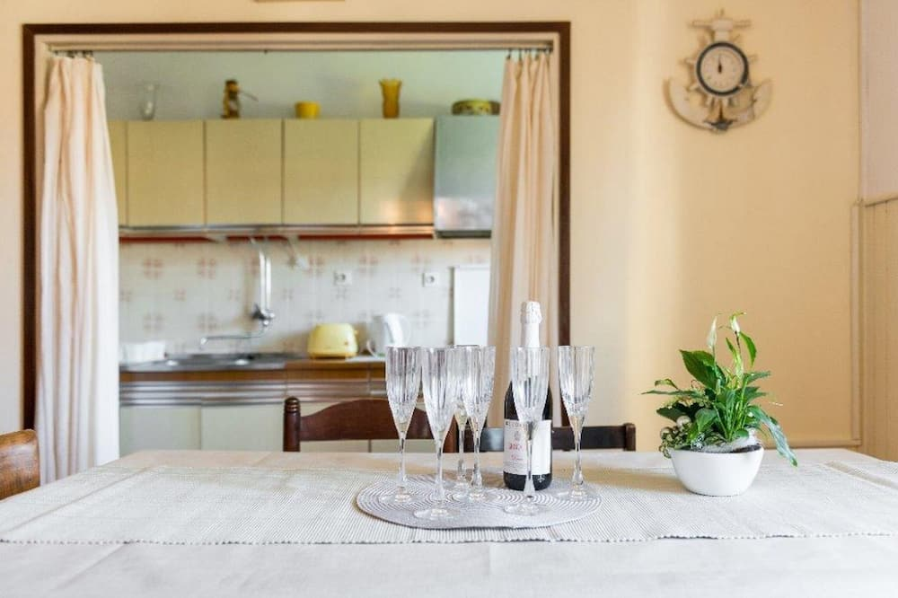 Apartment (Three Bedroom) - In-Room Dining
