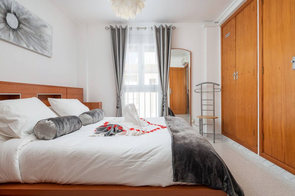 Apartment, Balcony, City View (3 Bedrooms) - Room