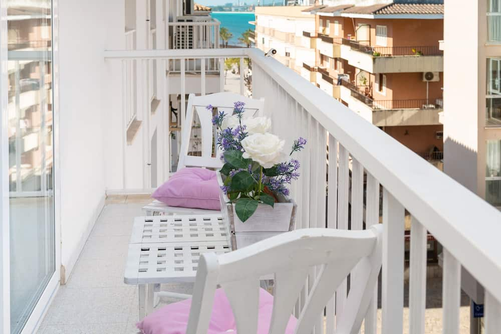 Apartment, Balcony, City View (3 Bedrooms) - Balcony