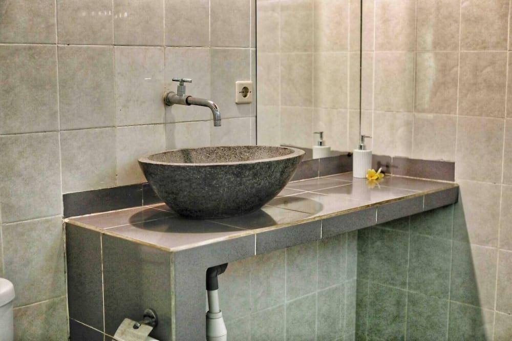Cottage, Multiple Beds - Bathroom