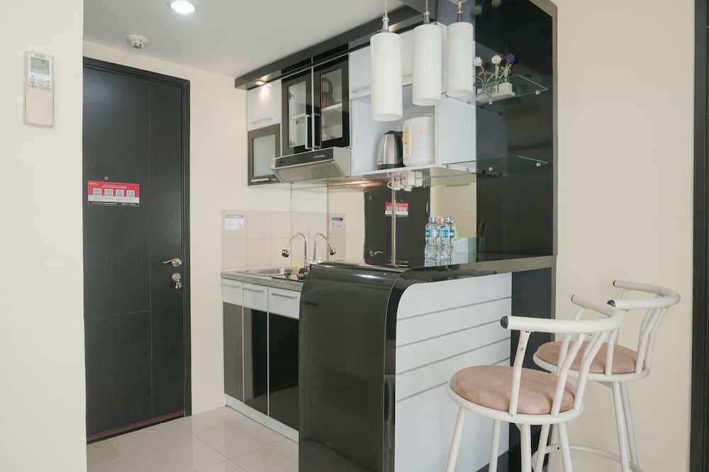 Apartment, Non Smoking, Kitchenette - Living Area