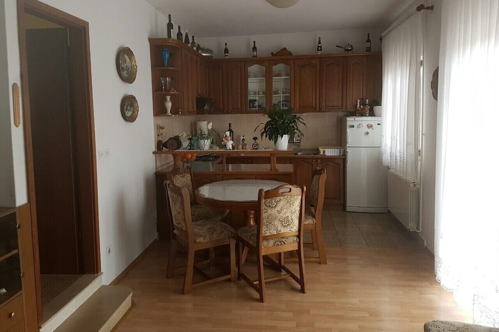 Apartment (Two Bedroom Apartment with Balcony) - In-Room Dining