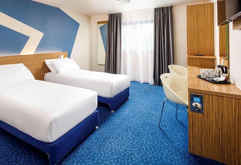 ibis budget London Heathrow T5, Slough, Standard Quadruple Room (Family), Guest Room