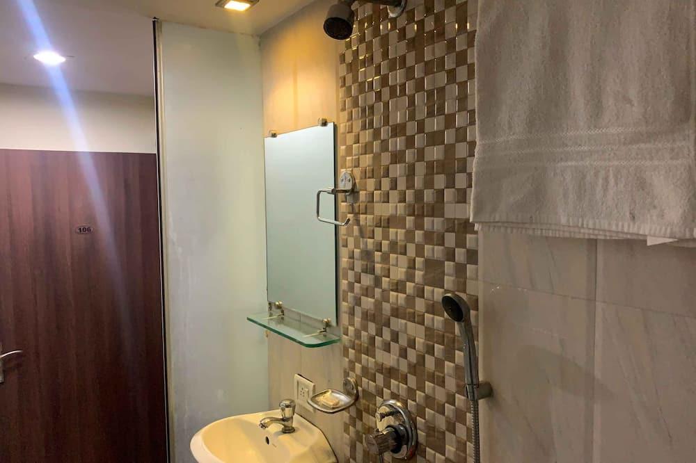 Deluxe Room (AC) - Bathroom