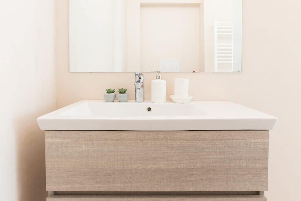 Apartment (2 Bedrooms) - Badezimmer