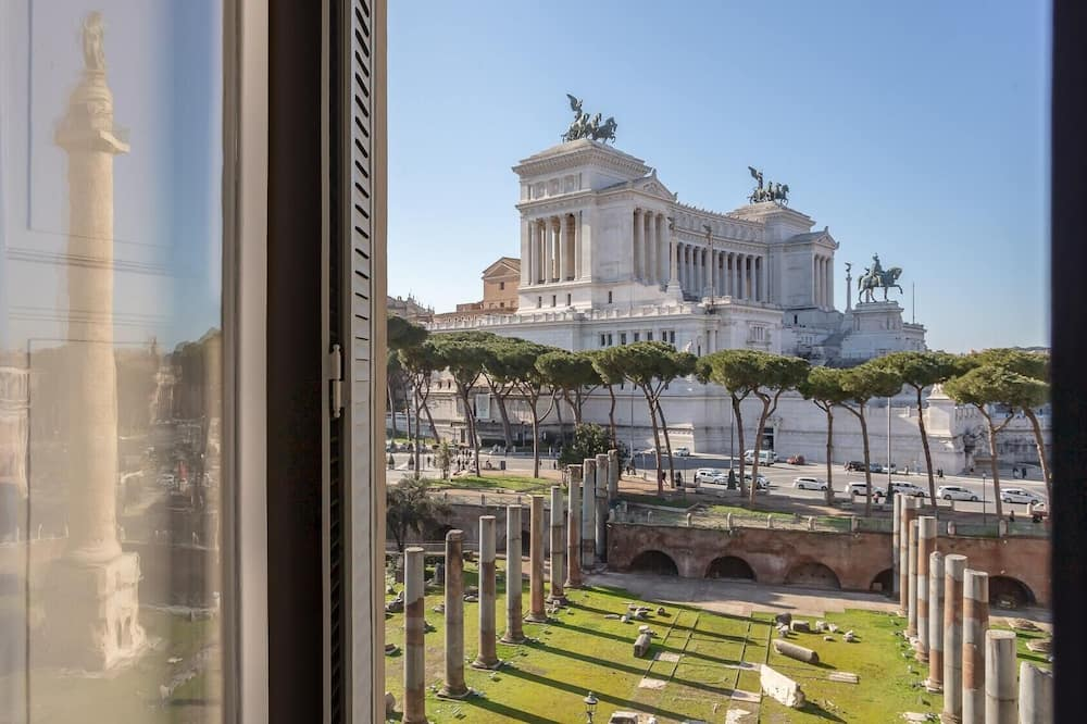 Plum Guide - Trajan's Chambers