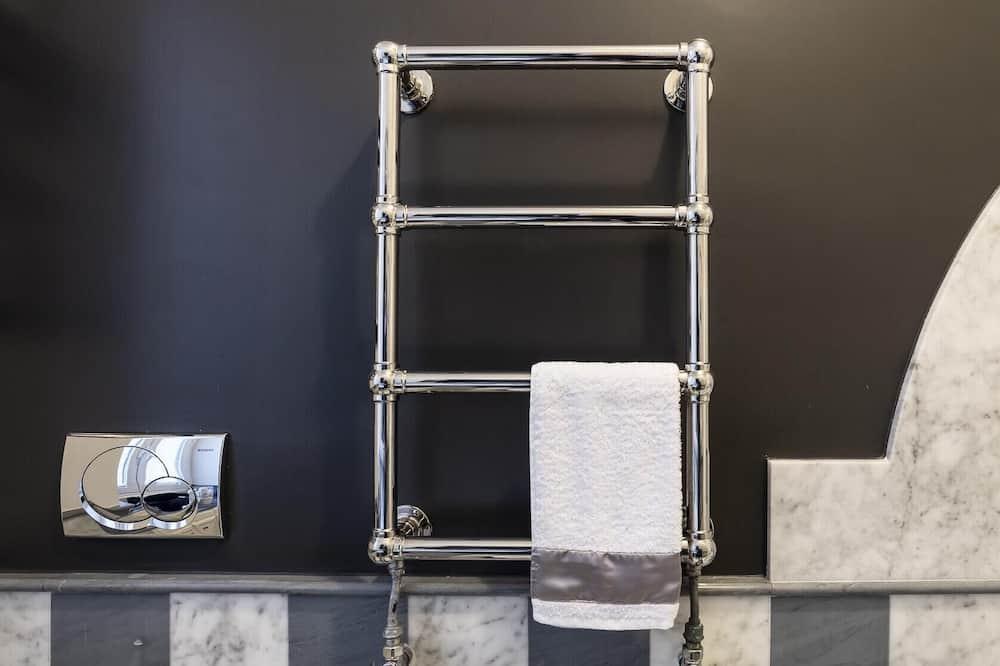 Apartment (3 Bedrooms) - Bathroom
