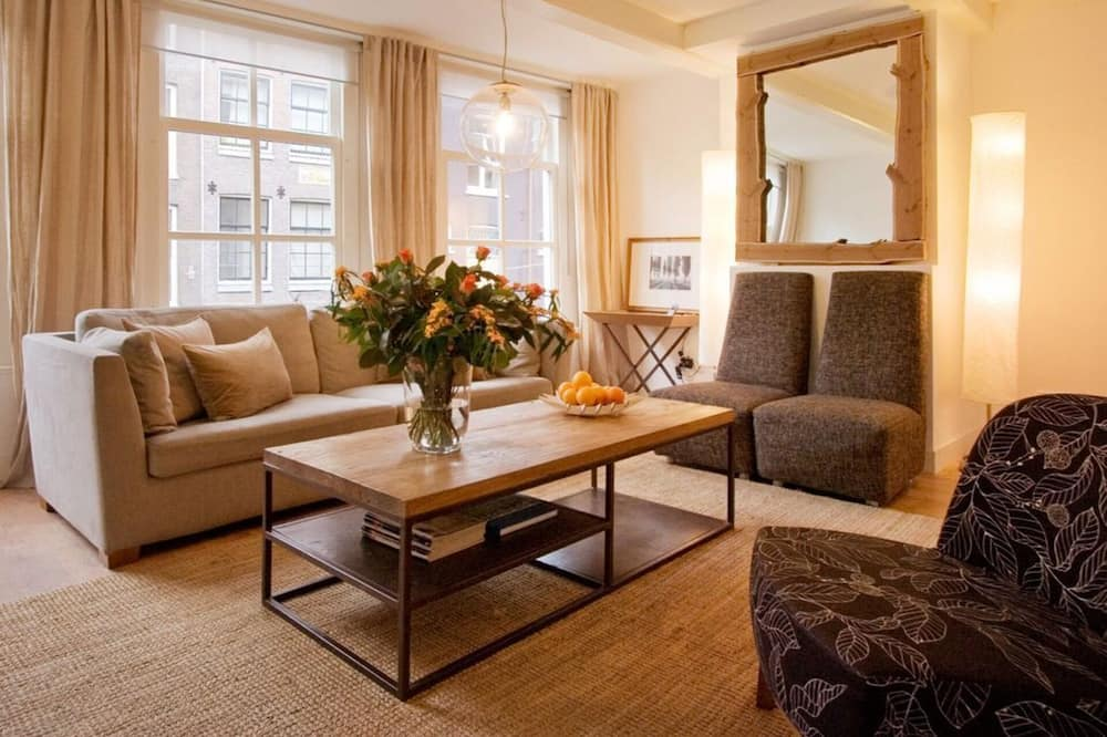 Impeccable 3-bed Apartment in Amsterdam