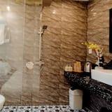Deluxe - kolmen hengen huone - Kylpyhuone