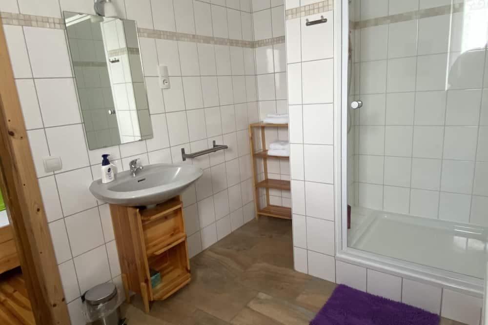 Двухместный номер «Делюкс» с 1 двуспальной кроватью, отдельная ванная комната - Ванная комната