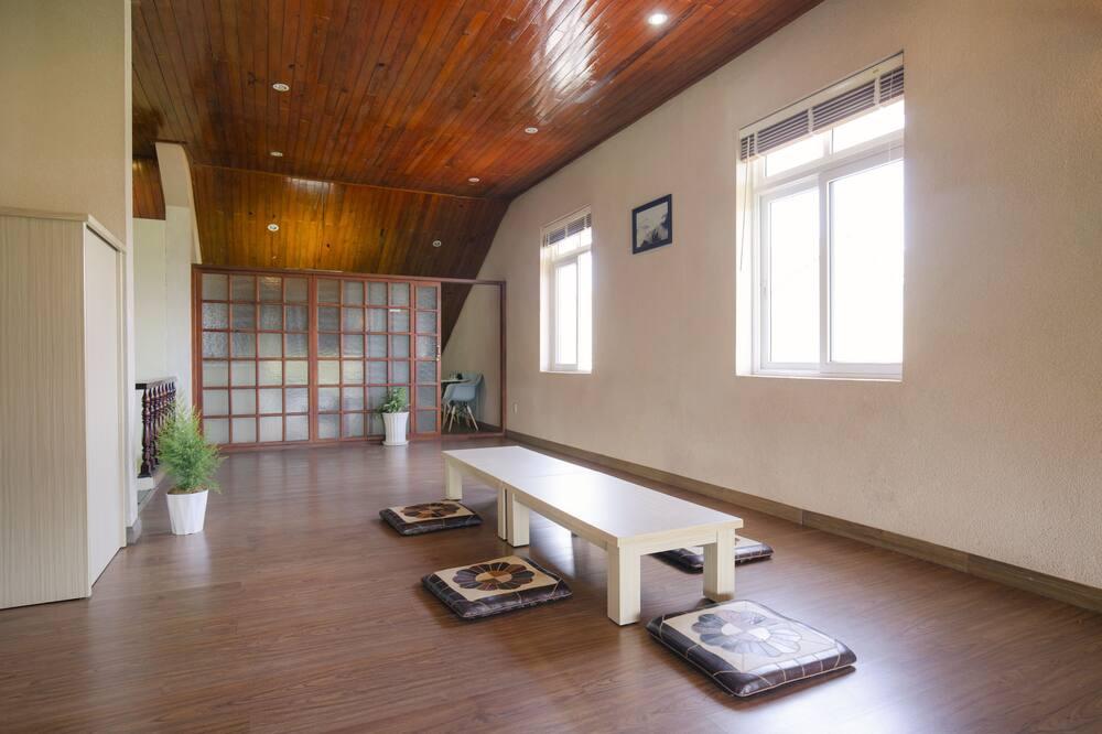 Deluxe Twin Room, Garden View - Living Area