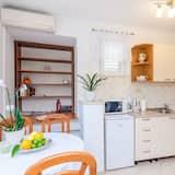 Huis (One-Bedroom Holiday Home with Terrace) - Eetruimte in kamer