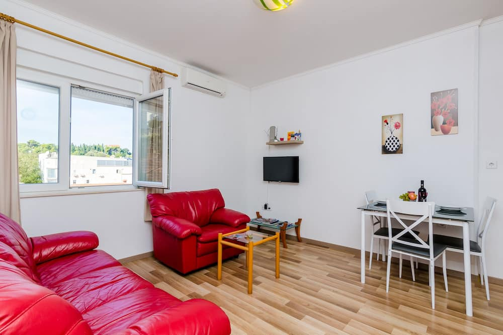 Apartment (One Bedroom Apartment with City View) - Living Room