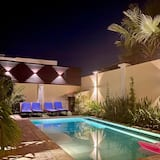 Villa Pool Walk To Palm Beach Ideal For Groups