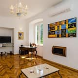 Apartment (Two Bedroom Apartment with Terrace an) - Wohnzimmer