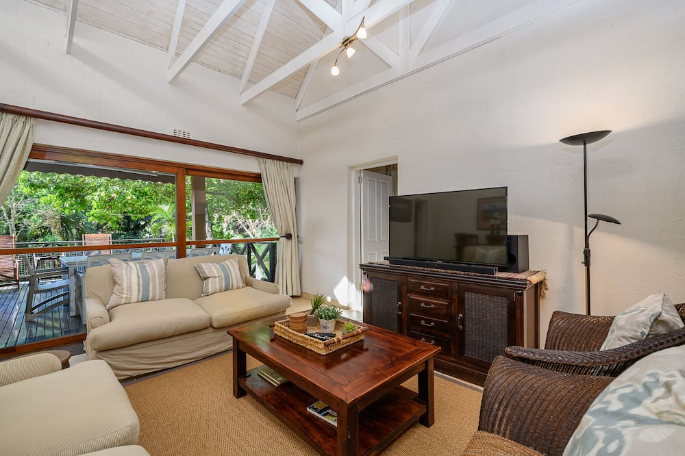 Superior Villa - Living Room