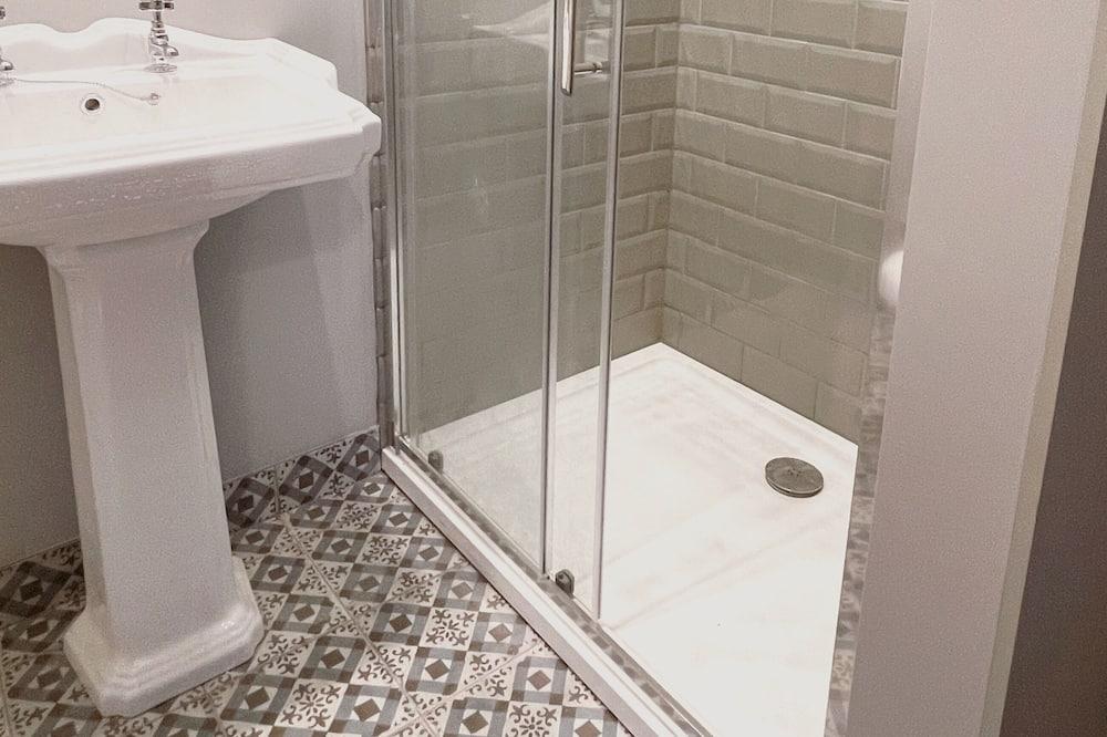 Deluxe Tek Büyük Yataklı Oda, Banyolu/Duşlu, Bahçe Manzaralı - Banyo