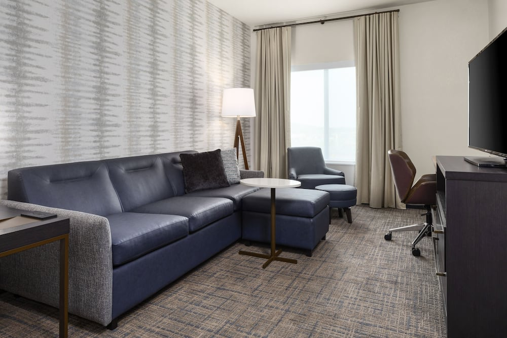 Basic Suite, 1 Bedroom, Non Smoking - Living Area