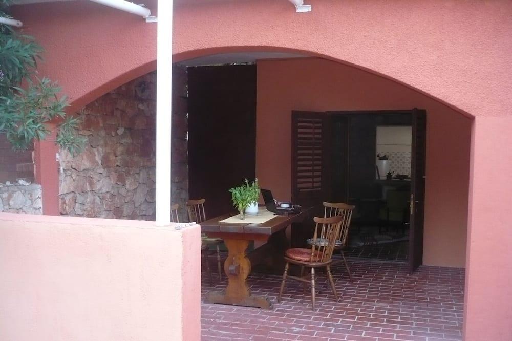 Impeccable 2-bed Apartment in Stari Grad