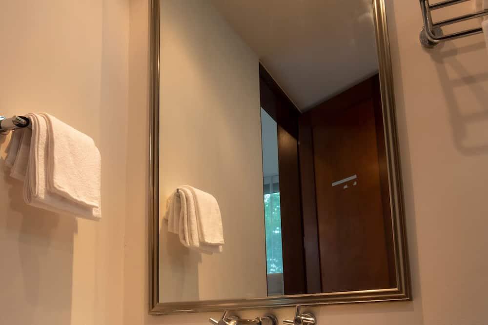 Exclusive Villa, 3 Bedrooms, Lakeside - Bathroom