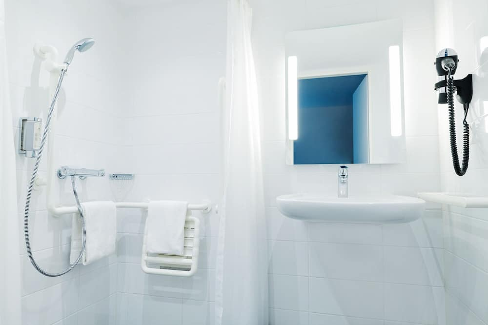 Classic Double Room, Accessible - Bathroom